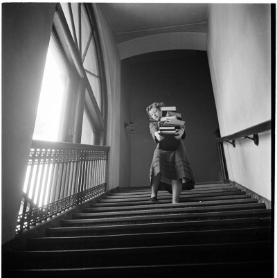 Studentessa della Columbia University in uno scatto di Stanley Kubrick (1948)